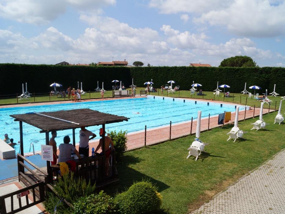 Cena d 39 estate a bordo piscina per raccogliere fondi per il - Piscina monsummano terme ...