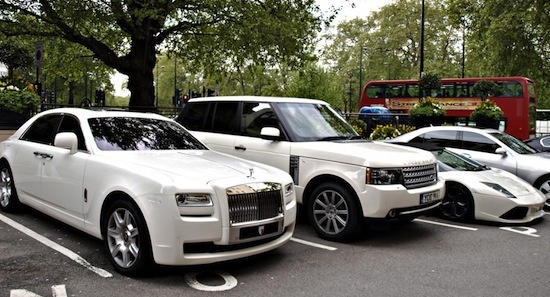 f7817698a2 In una città che sembra una fiera di auto di lusso era inevitabile che la  ...